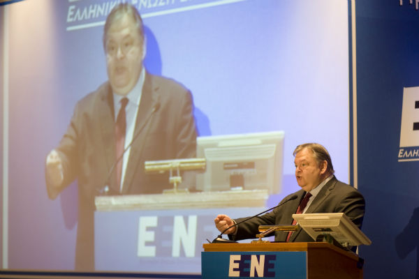 «Δεν υπάρχει επιλογή εκτός Ευρώπης. Θα ήταν ιστορικά εφιαλτικό να σκεφτεί κανείς κάτι τέτοιο για το επίπεδο ζωής, για το επίπεδο εισοδημάτων, για το επίπεδο των περιουσιών» δήλωσε ο πρόεδρος του ΠΑΣΟΚ Ευάγγελος Βενιζέλος μιλώντας στην ετήσια οικονομική διάσκεψη της Ελληνικής Ένωσης Επιχειρηματιών / Αθήνα, Πέμπτη 18 Απριλίου / fosphotos.com | Angeliki Panagiotou