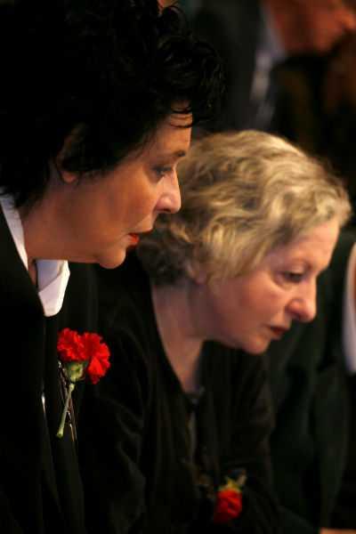 Η Λιάνα Κανέλλη και η Ελένη Γερασιμίδου στο 19ο Συνέδριο του ΚΚΕ, Αθήνα, 11 Απριλίου / fosphotos.com | Alexandros Katsis