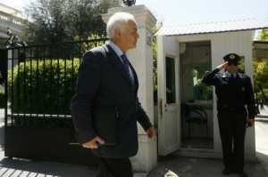 Ο υπουργός Διοικητικής Μεταρρύθμισης Αντώνης Μανιτάκης, κατά την είσοδό του στο Μέγαρο Μαξίμου για την συνάντηση με τον Αντώνη Σαμαρά, Αθήνα, 11 Απριλίου / fosphotos.com | Panayiotis Tzamaros