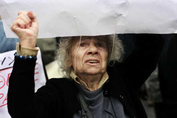 retirees protest 02