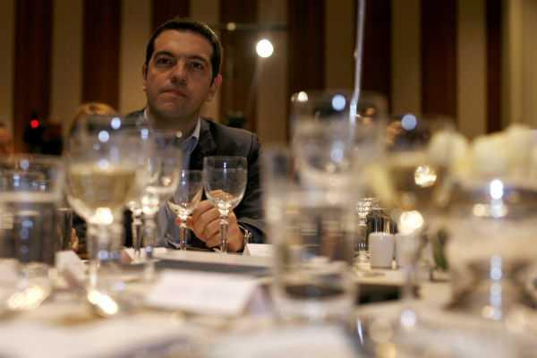 Πέντε άμεσες πρωτοβουλίες για την έξοδο της χώρας από την κρίση και με δεδομένο ότι «το μνημόνιο θα τελειώσει το ίδιο το βράδυ των εκλογών που ο λαός μας θα δώσει μια μεγάλη πλειοψηφία και μια καθαρή εντολή σε μια κυβέρνηση κοινωνικής σωτηρίας», δήλωσε ο Αλέξης Τσίπρας σε εκδήλωση της Ελληνικής Ένωσης Επιχειρηματιών / Πέμπτη, 18 Απριλίου / fosphotos.com | Alexandros Katsis