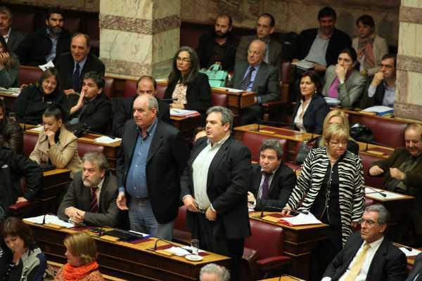 H κοινοβουλευτική ομάδα των ΑΝ.ΕΛ. στην Ολομέλεια της Βουλής για την ψηφοφορία  του αναπτυξιακού νομοσχεδίου που τελικά αναβλήθηκε, Αθήνα, 10 Απριλίου / fosphotos.com | Menelaos Myrillas