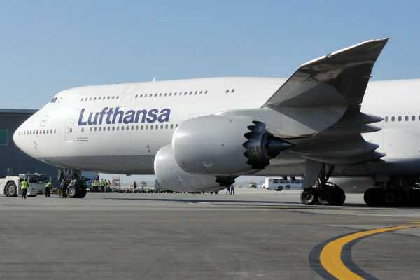 Boeing747-8-Lufthansa-1
