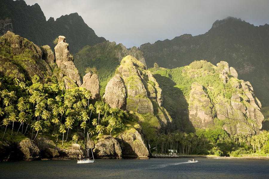 1-sailboat-on-bay-of-virgins-fatu-hiva-tim-laman