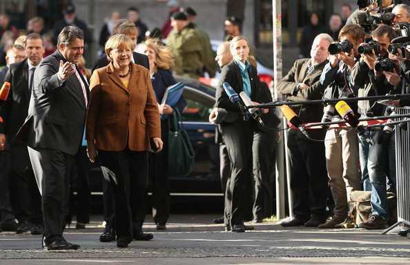 Angela+Merkel+SPD+CDU+Continue+Coalition+Negotations+vzMNC8lrIGml