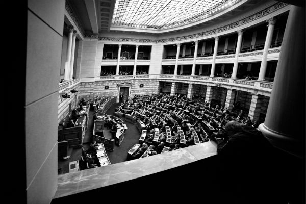 Σταθερότητα, συνεργασίες και αλλαγή του εκλογικού νόμου θέλουν οι πολίτες