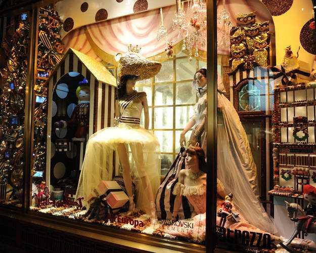 holiday-window-displays-03-lgn