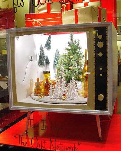 holiday-window-displays-07-lgn