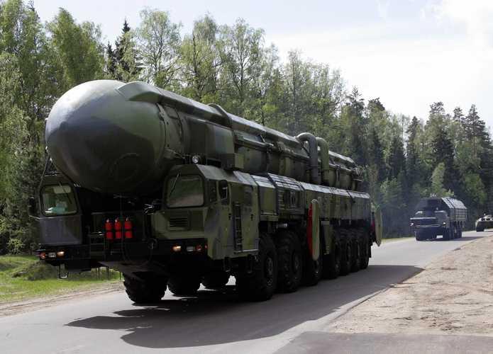 Vehicles carrying 'Topol-M' strategic mi