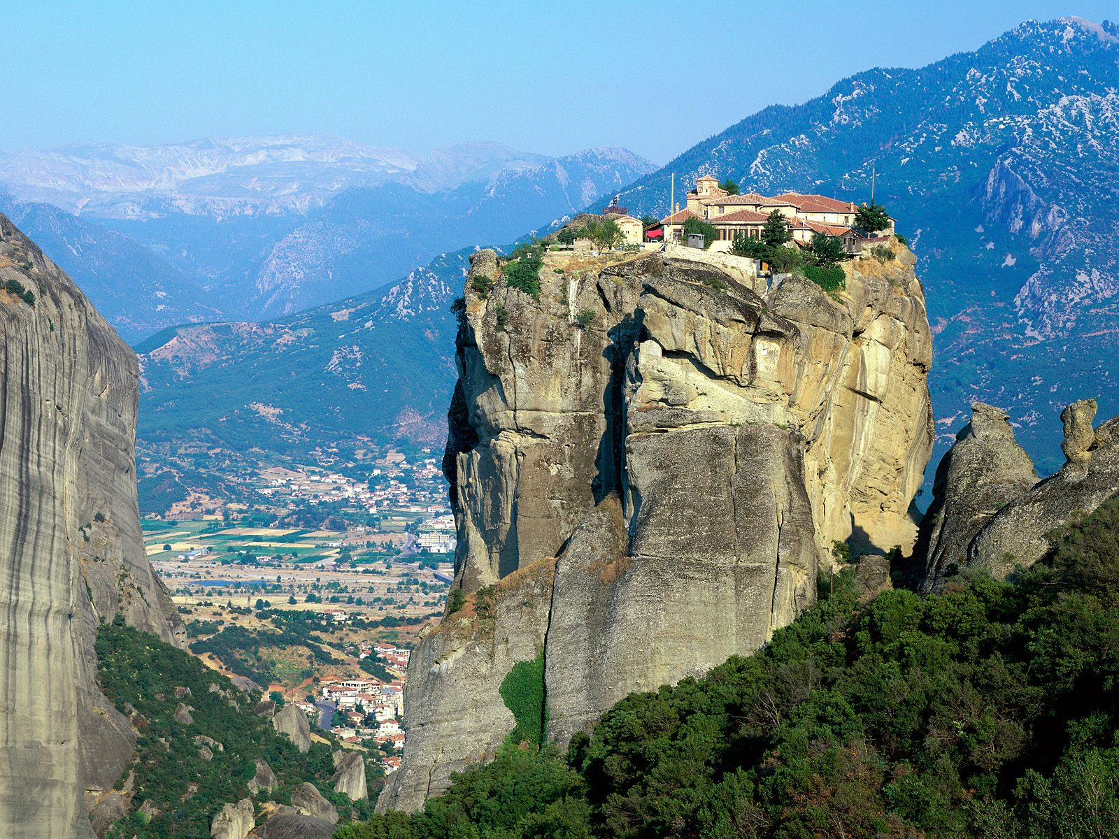 interesting_places_monastery_of_the_holy_trinity_meteora_greece2