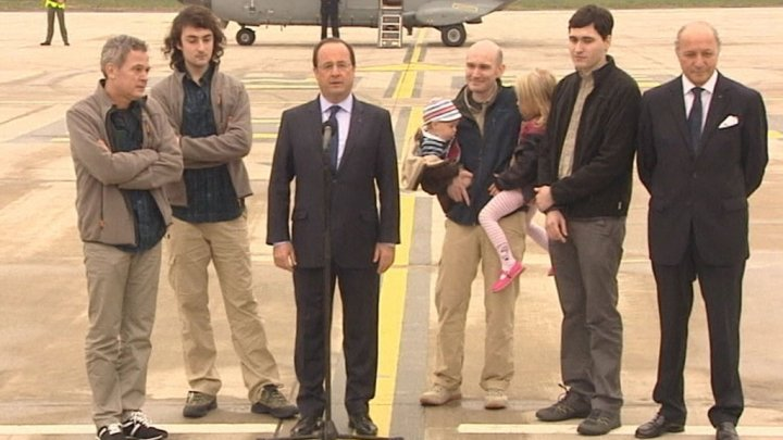 france-journalists-airport