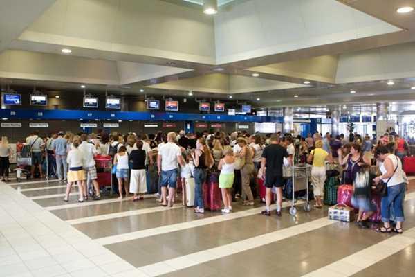 touristes aerodromio