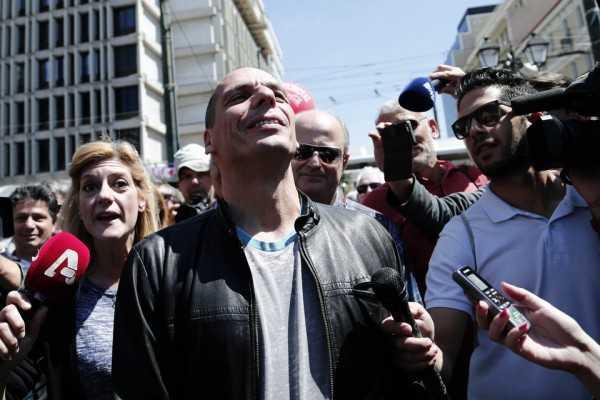 ΒOΜΒΑ: Παραίτηση Βαρουφάκη μετά το δημοψήφισμα