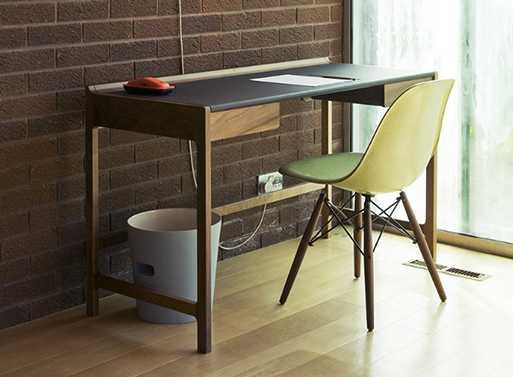 cedric-desk