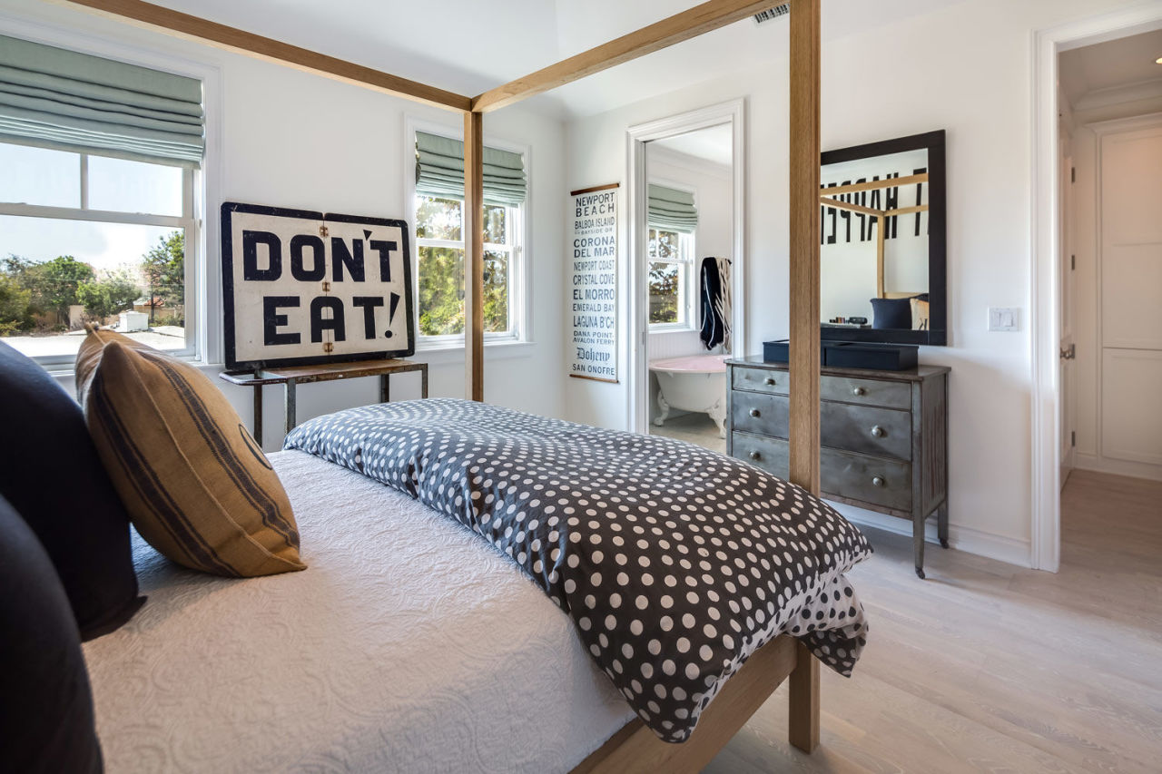 gallery-1445540665-diane-keaton-sells-flipped-california-home-05