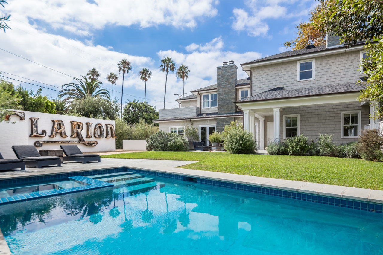 gallery-1445540953-diane-keaton-sells-flipped-california-home-08