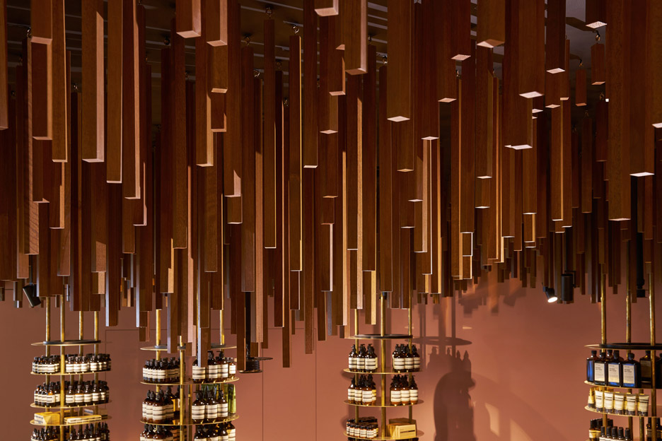 aesop-retail-shop-interiors-snohetta-singapore_dezeen_936_9