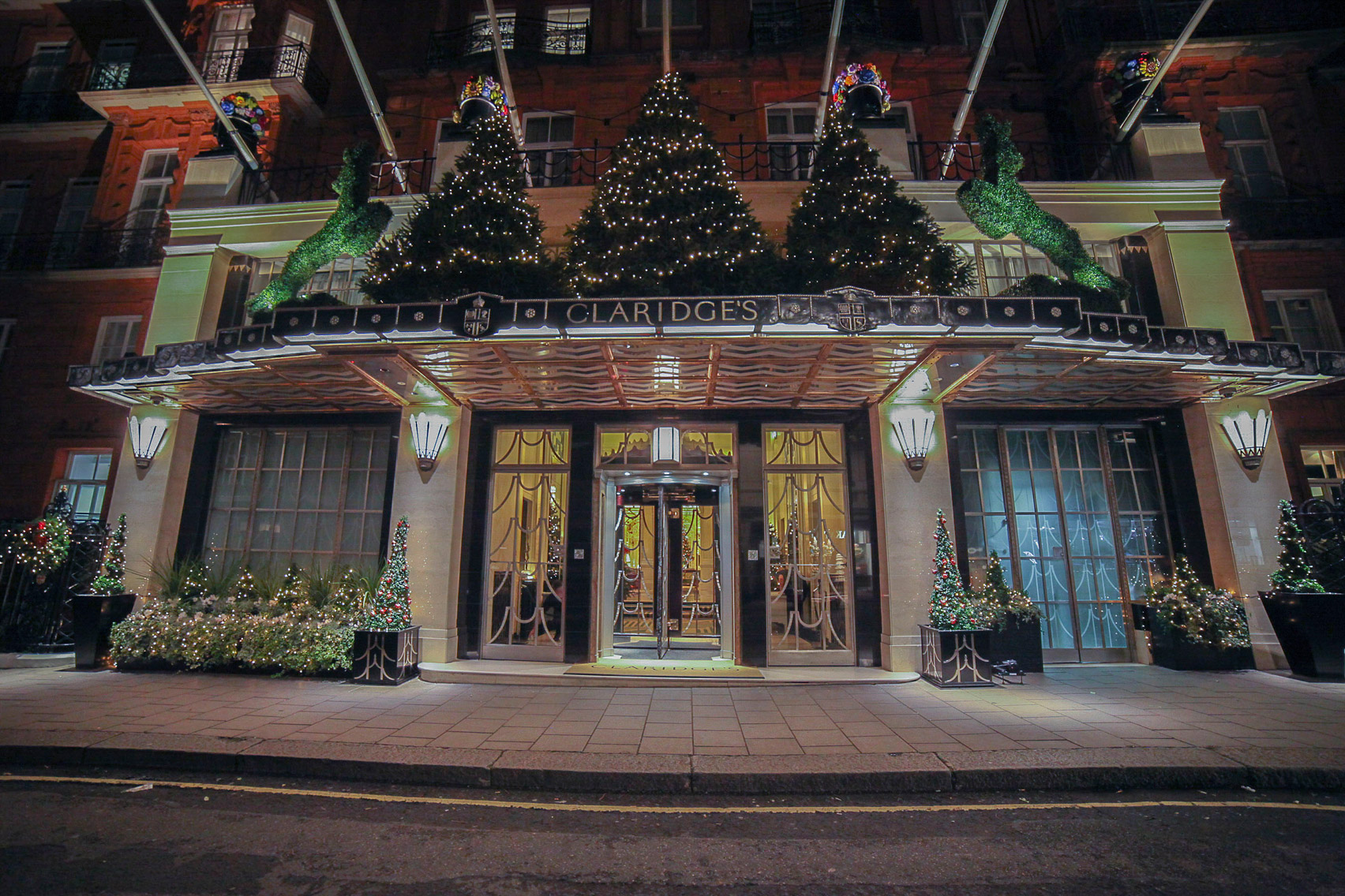 jony-ive-marc-newson-design-christmas-tree-claridges-hotel-london-uk-news_dezeen_1704_col_11
