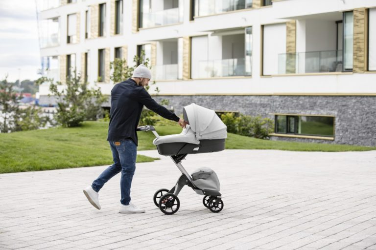 30690-xplory-stroller-carry-cot-grey-melange-in-setting-screen-768x512