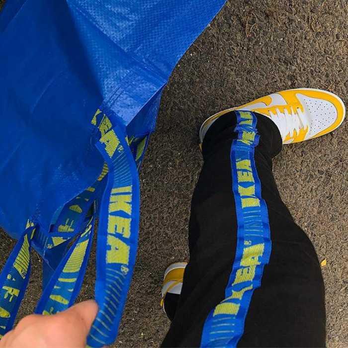 Ρούχα από την μπλε τσάντα της ΙΚΕΑ κάνουν θραύση στο Ιντερνετ  98fe3821a7a
