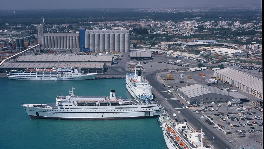 8eabbd3f37 Bloomberg  O Πειραιάς μπορεί να γίνει το Νο 1 λιμάνι της Ευρώπης ...